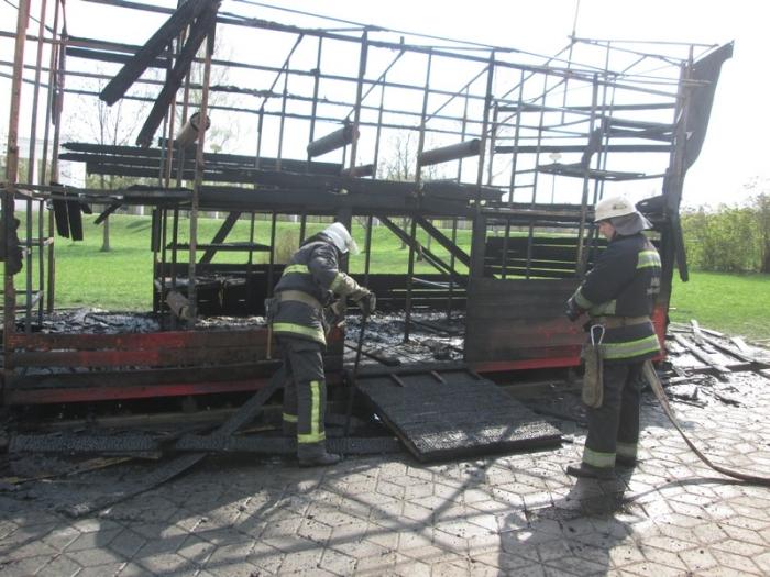 ліквідували пожежу на дитячому майданчику