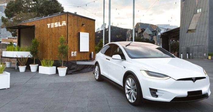 Tesla будинок на сонячних батареях