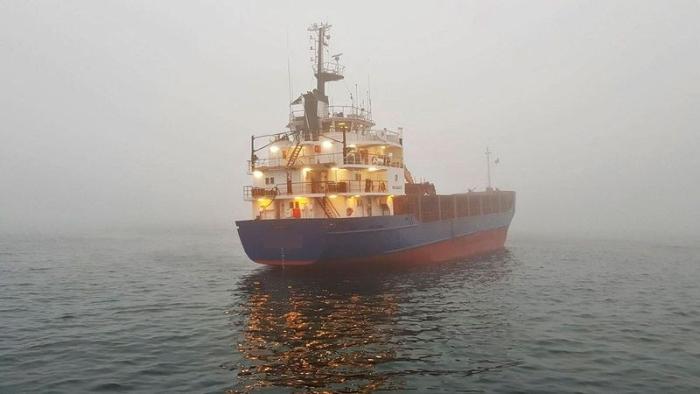 судно сіло на мілину