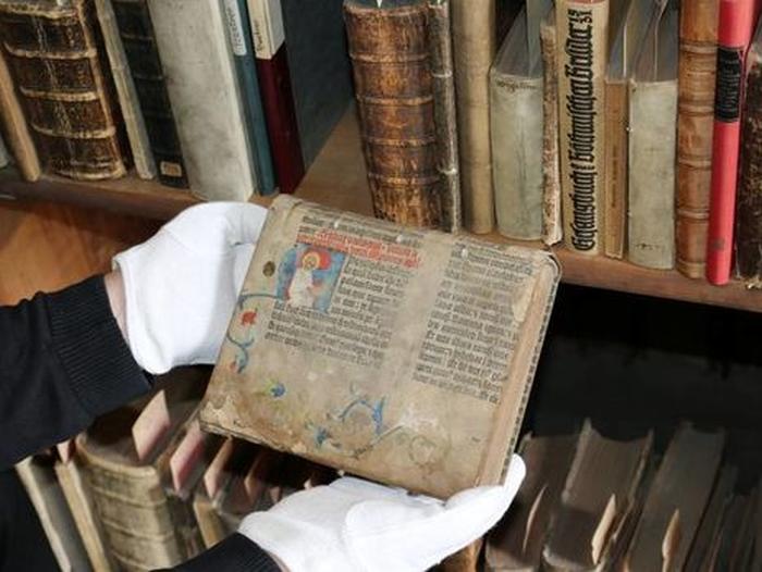 фрагмент унікальної Біблії Гутенберга