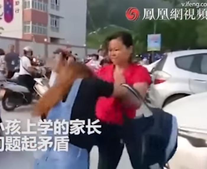 побилися через місце на шкільній парковці