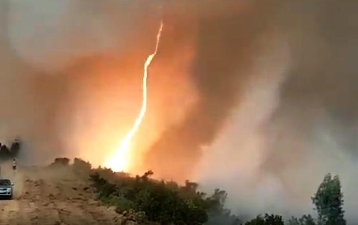 вогненний торнадо