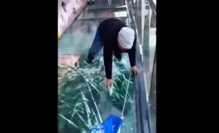 скляний міст лякає туристів