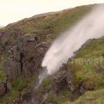 водоспад тече в гору