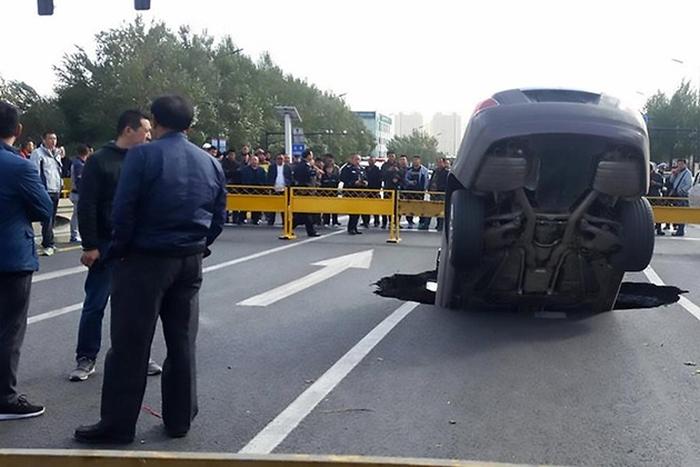 Rolls-Royce провалився під землю