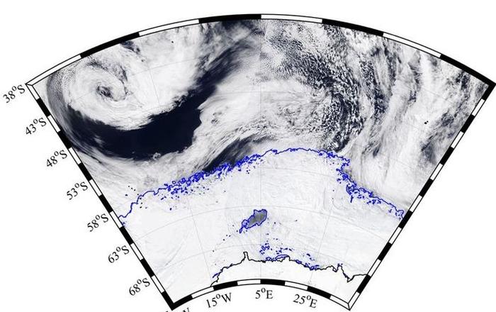 в Антарктиді загадкову гігантську діру