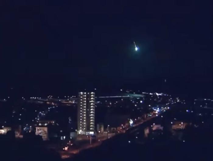 метеорит над японією