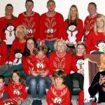 в різдвяних светрах