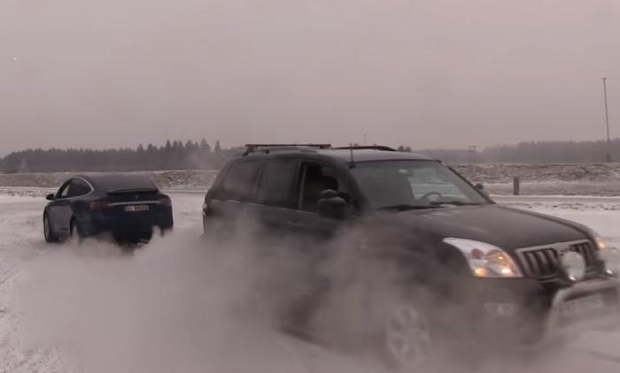 Tesla Model X vs Toyota Land Cruiser