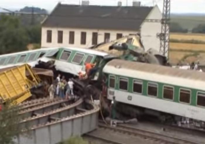 зіткнулися вантажний і пасажирський поїзди