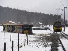 у швейцарії штормом знесло потяг з рейок