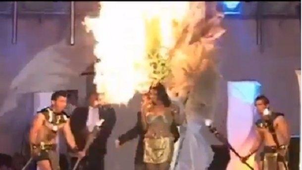 учасниця конкурсу краси загорілась на сцені