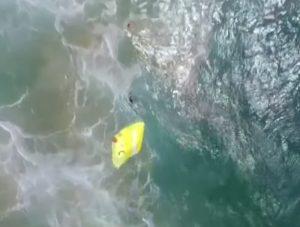 У Австралії безпілотник врятував потопаючих (відео)