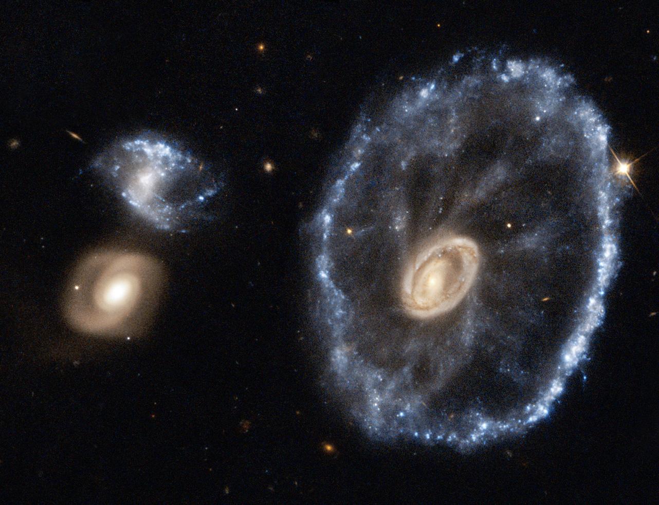 Галактика Колесо Воза - натисніть для збільшення.