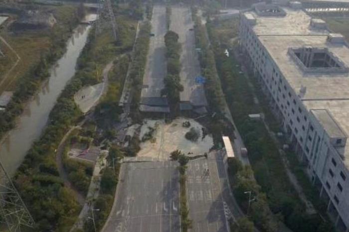 Обвалення дороги в Китаї
