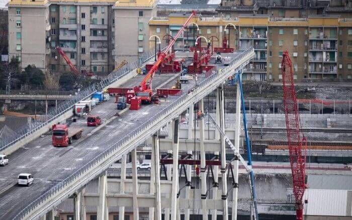 ліквідація конструкцій мосту в Генуї