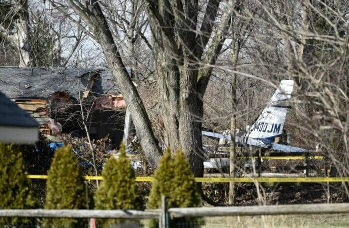 Piper PA-31 впав на будинок