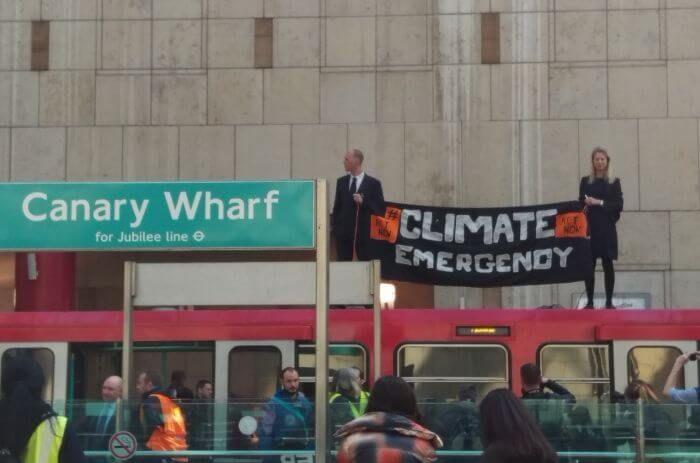 активісти зупинили потяги Лондон