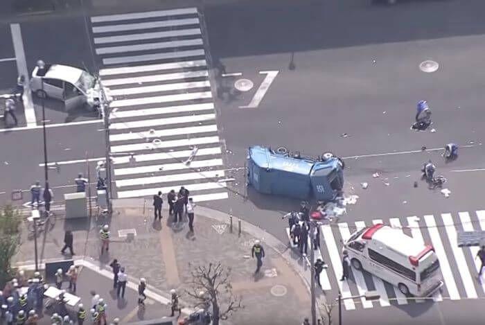 сміттєвоз врізався в натовп Японія
