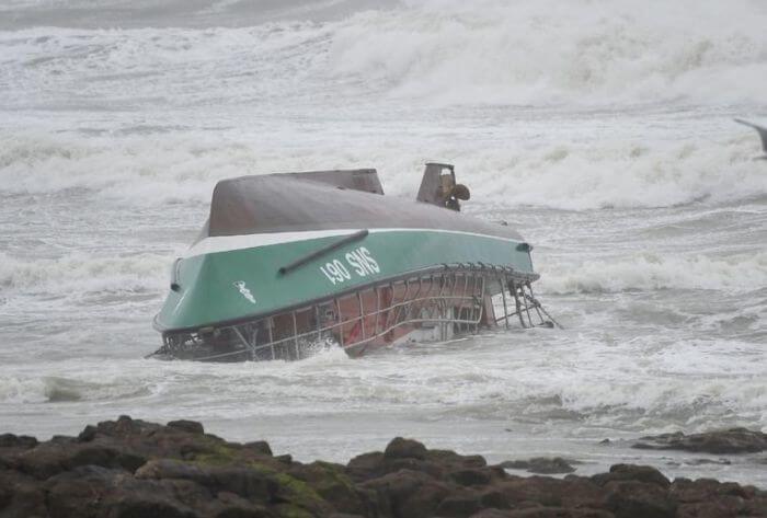 перекинулося рятувальне судно